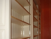 close-up-of-shelving-showing-the-steel-adjustment-strips