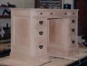 classical-style-oak-kneehole-desk