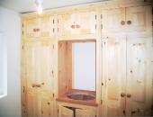 Pine wardrobe with central vanity sink