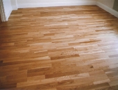 oak-effect-laminate-flooring-with-skirting-boards-cut-to-fit-flooring-beneath
