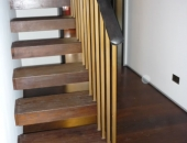 Cantilever stairs